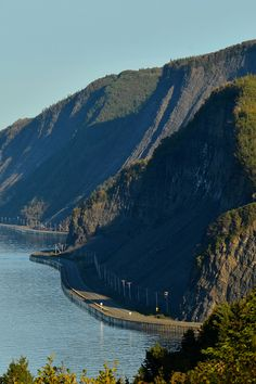 The Bas-Saint-Laurent – Gaspésie Tour is a legendary scenic drive that loops around the huge Gaspé Peninsula. Take a look at the itinerary suggested. Grand Tour, Bas Saint Laurent, Gros Morne, Voyage Canada, Canadian Travel, Visit Canada, Excursion, Of Montreal, Camping World