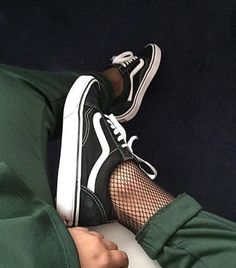 Trendy Sneakers 2018 nice Tendance Chaussures 2017 – Sneakers women – Vans (©monxdes)… – Go to Source – Look Fashion, Womens Fashion, Fashion Trends, 90s Fashion, Winter Fashion, Fashion 2017, Fashion Pics, Fashion Black, Fashion Beauty