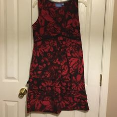 Simply Vera Dress Red and Black print. Zips on the side with a V Neck collar. It is sleeveless,Ruffles at the bottom. Never worn. Simply Vera Vera Wang Dresses