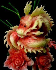 Escultura de Dragão a partir de uma melancia.