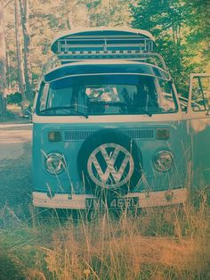 Camper in the woods Vw Camper, Volkswagen Bus, Vw T1, My Dream Car, Dream Cars, Combi T1, Vw Logo, Retro Surf, Vw Vintage