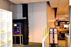 Ook het laatste stukje van de stofwand is geplaatst. We zijn klaar met de voorbereidingen voor de verbouwing van de Bibliotheek Krimpen!