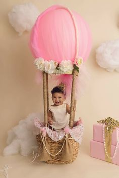 Hot air balloon themed cake smash session. Photographer located in Easy Bay Area CA. Brentwood CA.