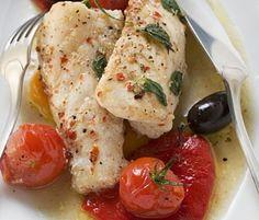 Seeteufelmedaillons auf Wildkräutersalat und getrockneten Tomaten