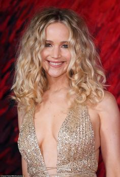 Actress Jennifer Lawrence instyle sexy shows off her nice cleavage at the Red Sparrow premiere in London, Jennifer Shrader Lawrence (born August Cabelo Jennifer Lawrence, Jennifer Lawrence Red Sparrow, Jennifer Lawrence Photos, Paige Hathaway, Phil Heath, Hollywood Actresses, Actors & Actresses, Fitness Models, Female Fitness