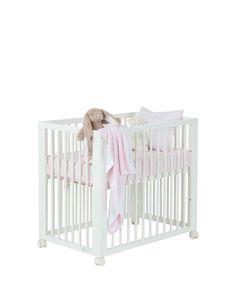 Berço com 6 posições de altura, ideal para o seu bebé dormir ao seu lado podendo amamentá-lo mais facilmente tornando as noites mais tranquilas. Pode ser u