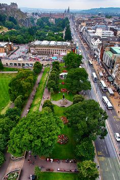 We are pinning pics that show attractive Edinburgh in all its glory. Princes Street Gardens, Edinburgh,Scotland