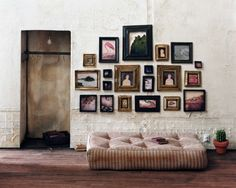 Love this art wall and cushion