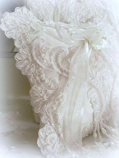 10 Daring Clever Tips: Shabby Chic Bathroom Yellow shabby chic bedroom decorations.Shabby Chic Home Decorating shabby chic bedroom master. Shabby Chic Pillows, Shabby Chic Living Room, Shabby Chic Homes, Shabby Chic Furniture, Lace Pillows, Chic Bedding, Lace Bedding, Ring Pillows, White Pillows
