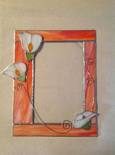 Family Picture Frame Idea - Finding the ideal picture frame for your pictures can make all the difference in your design. A photo that is framed has an extra professional and polished want to it. Stained Glass Frames, Stained Glass Ornaments, Stained Glass Flowers, Stained Glass Suncatchers, Stained Glass Designs, Stained Glass Projects, Stained Glass Patterns, Leaded Glass, Stained Glass Art
