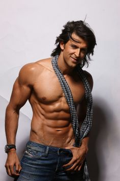 Actors these days make sure that they have a perfect six pack. It requires hard work and determination. Have a look at Bollywood celebs with sculpted abs! Bollywood Stars, Bollywood Fashion, Hrithik Roshan Hairstyle, Bollywood Pictures, Shirtless Men, Bollywood Celebrities, Hottest Male Celebrities, Asian Men, Sensual