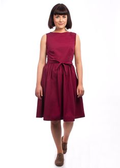 The versatile solid colour Brigitte dress from Circus at Carousel Vintage Inspired Outfits, Vintage Style Outfits, Vintage Dresses, Vintage Fashion, Burgundy Colour, Latest Summer Fashion, Summer Styles, Late Summer, Carousel