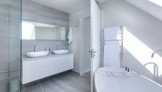 PAX inloopkast onder een schuin dak! - Jamey Bathroom Spa, Bathroom Cleaning, White Bathroom, Small Bathroom, Office Cleaning, Bathroom Storage, Master Bathroom, Shared Bathroom, Bathroom Laundry