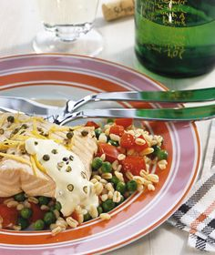 Rezept für Gedämpfter Lachs mit Pfeffer-Hollandaise bei Essen und Trinken. Ein Rezept für 4 Personen. Und weitere Rezepte in den Kategorien Fisch, Getreide, Gewürze, Milch + Milchprodukte, Hauptspeise, Dämpfen, Kochen, Einfach.