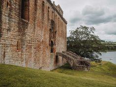 The old bridge entrance to Linlithgow Palace Scotland Road Trip, Scotland Tours, Carlisle Castle, Native American History, American Indians, American Art, Outlander Locations, Wentworth Prison, Edinburgh City