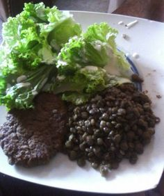 Today my lunch was; Homemade hamburguer made with ground beef, lettuce and lentils with slices of whole wheat bread
