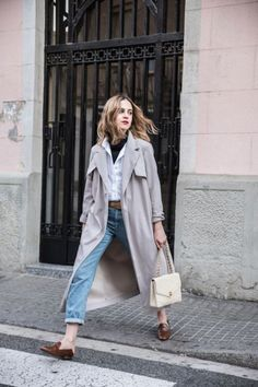 Trench, Camisa Blanca y Mules Fashion Blogger Style, Look Fashion, Winter Fashion, Fashion Outfits, Womens Fashion, Street Fashion, Denim Fashion, Travel Outfits, Fashion 2016
