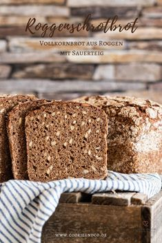Rye meal rye, without yeast) Cookie and Co - Rye meal, a pure wholemeal bread made from rye with sourdough without yeast. Bread Cast, Spelt Bread, Rye Bread, Homemade Breadsticks, Garlic Breadsticks, Sourdough Recipes, Bread Recipes, Fermented Bread, Kenwood Cooking