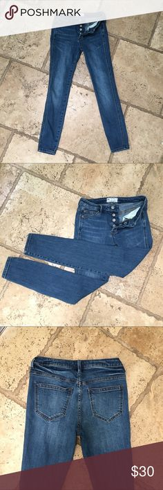 """Free People High Rise Skinny Jeans Free People High Rise Skinny Jeans High-rise skinnies from Free People, designed with a throw-back button fly and distressed to love-worn perfection. They're in like new condition* 94%cotton/ 5%polyester/ 1%spandex *Designed for a slim fit * Button fly with button closure, five-pocket silhouette * Contrast stitching, copper-tone hardware, whiskered, faded. * 9.5"""" rise, 27"""" inseam, Free People Jeans Skinny"""
