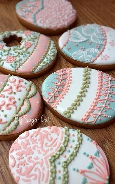 Easter cookies by Sugarcat Fancy Cookies, Iced Cookies, Easter Cookies, Royal Icing Cookies, Easter Treats, Cookies Et Biscuits, Sugar Cookies, Cupcakes, Cupcake Cookies