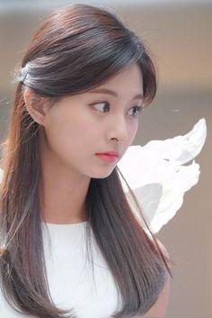 Exotic Beauty colliding with talent Tzuyu Twice Tzuyu, Twice Jyp, Twice Once, Kpop Girl Groups, Korean Girl Groups, Kpop Girls, Nayeon, Jihyo Twice, Chaeyoung Twice
