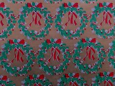 VINTAGE CHRISTMAS WREATHS TIED WITH RED RIBBON ON GOLD GIFT WRAPPING PAPER | eBay