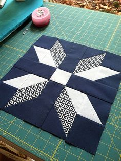 Beautiful red and white star quiltThis striking Scandinavian themed patchwork table runner inThis would be a great 1 large block quilt.HST in different sizes.On Two collar block Quilting Tips, Quilting Projects, Quilting Designs, Sewing Projects, Patchwork Quilting, Star Quilt Blocks, Star Quilts, Mini Quilts, Block Quilt