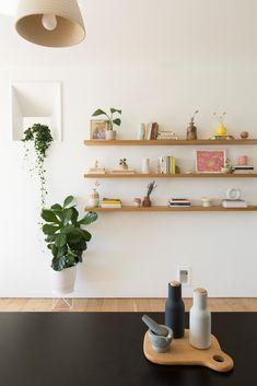 Mixing Styles Scandinavian Japanese Minimalist Home Tour - Home Design Minimalist Dining Room, Minimalist Room, Trending Decor, Interior Design Styles, House Interior, Apartment Decor, Japanese Decor, Japanese Home Design, Retro Home Decor