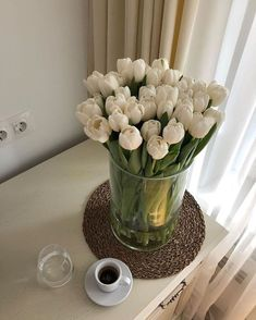 Flowerpot Lamp, My Flower, Beautiful Flowers, Room Deco, Deco Floral, White Tulips, White Roses, White Flowers, No Rain