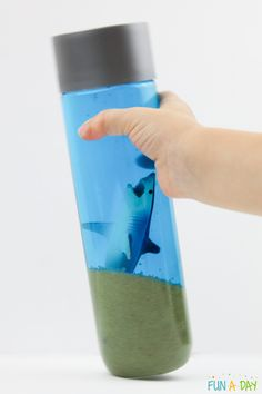 Look out, a shark! Kids love learning about these fascinating creatures, and they'll love playing with them in this easy sensory bottle! Great for hours of pretend play, and the falling sand even has a calming effect. Shark Activities, Feelings Activities, Early Learning Activities, Sensory Activities, Ocean Lesson Plans, Preschool Lesson Plans, Sensory Rooms, Sensory Bins, Shark Books