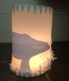 tutorial how to make this lantern http://blog.labbe.de/2012/10/eine-eisige-laterne-die-eisbaerenlaterne/