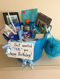 Birthday Presents For Friends, Creative Birthday Gifts, Cute Birthday Gift, Happy Birthday Gifts, Blue Birthday, Friend Birthday Gifts, Diy Birthday, Best Friend Birthday Basket, Grandpa Birthday