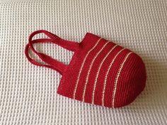 鮮やかな赤色の麦わらバッグです。サイズ;高さ 26cm横幅(上部)32cm持ち手頂部と本体までの長さ 23cm鮮やかな赤が夏にピッタリの麦わらバッグです。持ち...|ハンドメイド、手作り、手仕事品の通販・販売・購入ならCreema。