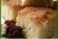 kokosová podmáslová buchta 2 vejce  | 2 hrnky cukru  | 2 hrnky podmáslí  | 4 hrnky polohrubé mouky  | 1 prášek do pečiva  | 1 hrnek cukru  | 2 hrnky strouhaného kokosu  | 2 hrnky smetany
