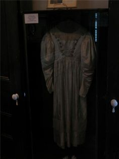 Haunted Wedding Dress Dances On Its Own In 1849, a girl from a rich family named Anna Baker fell in love with a low class iron worker. Anna's father, Ellis Baker, refused to let her marry her beloved, banishing the young man from their hometown of Altoona, Pennsylvania and doomin