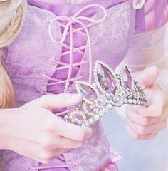 Disney in-park character ~ Rapunzel Rapunzel Crown, Rapunzel And Eugene, Tangled Rapunzel, Disney Tangled, Princess Rapunzel, Princess Face, Princess Diana, Walt Disney, Disney Magic