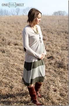 Cute way to wear a dress when pregnant. Pregnant fashion!