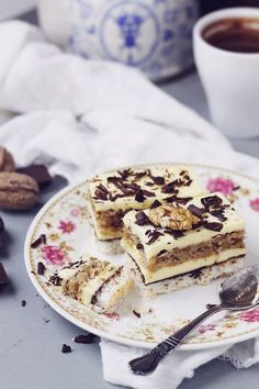 Coconut, vanilla buttercream and nuts cake Romanian Desserts, Romanian Food, Cookie Desserts, Vegan Desserts, Sweets Recipes, Cake Recipes, Dessert Shots, Dessert Bread, Special Recipes