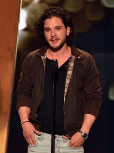 """Kit Harington Photos Photos - Actor Kit Harington speaks onstage during Spike TV's """"Guys Choice at Sony Pictures Studios on June 2014 in Culver City, California. - Spike TV's """"Guys Choice - Show Kit Harington, Jon Snow, Hbo Tv Series, Spike Tv, Aaron Paul, New Groove, Tv Couples, Choice Awards, Celebs"""