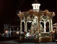 Medina, Ohio - Christmas 2015,  Gazebo in Public Square and historic Medina County Courthouse