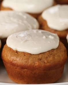 The Carrot Cake Cupcakes Are A Healthier Way To Eat Your Cake - cake recipes Healthy Carrot Cakes, Healthy Sweets, Healthy Dessert Recipes, Healthy Baking, Delicious Desserts, Yummy Food, Healthy Cupcakes, 100 Calorie Desserts, Oreo Desserts