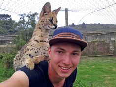 """Foto des Tages: Jonas #freiwilligenarbeit #südafrika - """"Angrenzend an die Auffangstation für verletzte Tiere gibt es noch ein riesengroßes Gelände, auf dem sich frei zum Beispiel Zebras, Giraffen und Impalas aufhalten. Hier kann man in seiner Freizeit Spaziergänge machen oder joggen gehen."""""""