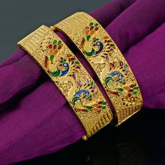 To Sell Gold Jewelry Product Peacock Jewelry, Real Gold Jewelry, Gold Jewellery, Jewellery Designs, Mehndi Designs, Jewellery Showroom, Gold Bangles Design, Gold Ornaments, Art Nouveau Jewelry