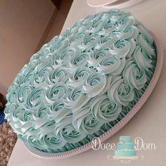 """Por Cris Rezende  no Instagram: """"Coisa mais linda essa torta produzida por @docedomtati e por dentro ela é todinha de brigadeiro. Delícia  #festejarcomamor #festainfantil #festamenina #festamenino #festameninoemenina #maedemenino #maedemenina #gemeos #casaldegemeos #dicasdedecoracao #instadicas #dicasdefestas #guiadefestas #dicasdefesta #partyideas #kidspartyideas"""""""