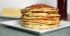 Ditch the box mix and make buttermilk pancakes from scratch with this quick and easy pancake recipe. They're the fluffiest pancakes ever! Quick And Easy Pancake Recipe, Easy Banana Pancake Recipe, Homemade Pancakes, Pancake Recipes, Oven Recipes, Brunch Recipes, Meat Recipes, Yummy Recipes, Pancakes Sans Gluten