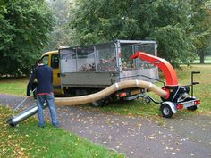The small Trilo vacuum units have been developed to allow rapid vacuuming of leaves, litter, grass, wood chippings etc. The machine is installed onto a quick transport undercarriage with rotating nose wheel. Couple it, take it with you and start working. Best Riding Lawn Mower, Yard Tools, Pump House, 3d Modelle, Landscaping Company, Kubota, Welding Projects, Lawn Care, Heavy Equipment