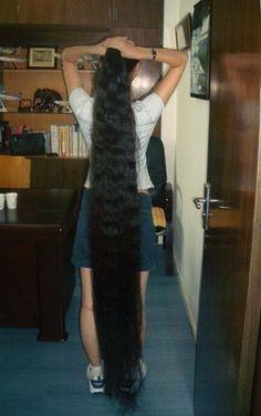 Obraz znaleziony dla: Long Hair Down to the Floor Long Hair Ponytail, Ponytail Hairstyles, Down Hairstyles, Really Long Hair, Super Long Hair, Rapunzel Hair, Long Hair Video, Long Black Hair, Asian Hair