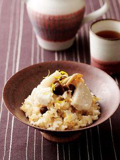 【ELLE a table】里芋と油揚げ、しめじの炊き込みごはんレシピ|エル・オンライン