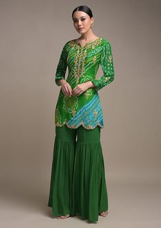 Dress Indian Style, Indian Fashion Dresses, Indian Outfits, Indian Wear, India Fashion, Fashion Fashion, Kids Fashion, Sharara Designs, Kurti Designs Party Wear