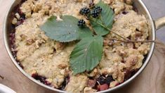 Smuldrepai med frukt og raw vaniljesaus Fika, Lchf, Healthy Recipes, Healthy Food, Oatmeal, Deserts, Breakfast, Ethnic Recipes, Sweet